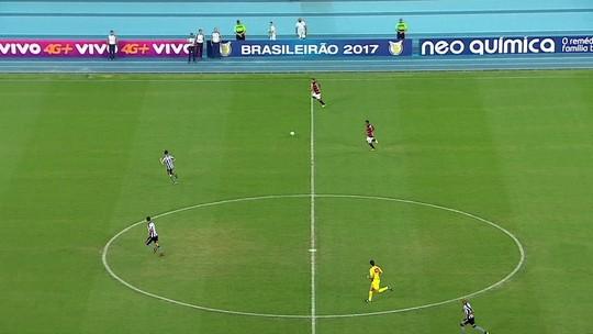 """Quatro quilos mais magro, Danilinho """"muda"""" extracampo e celebra primeiro gol"""