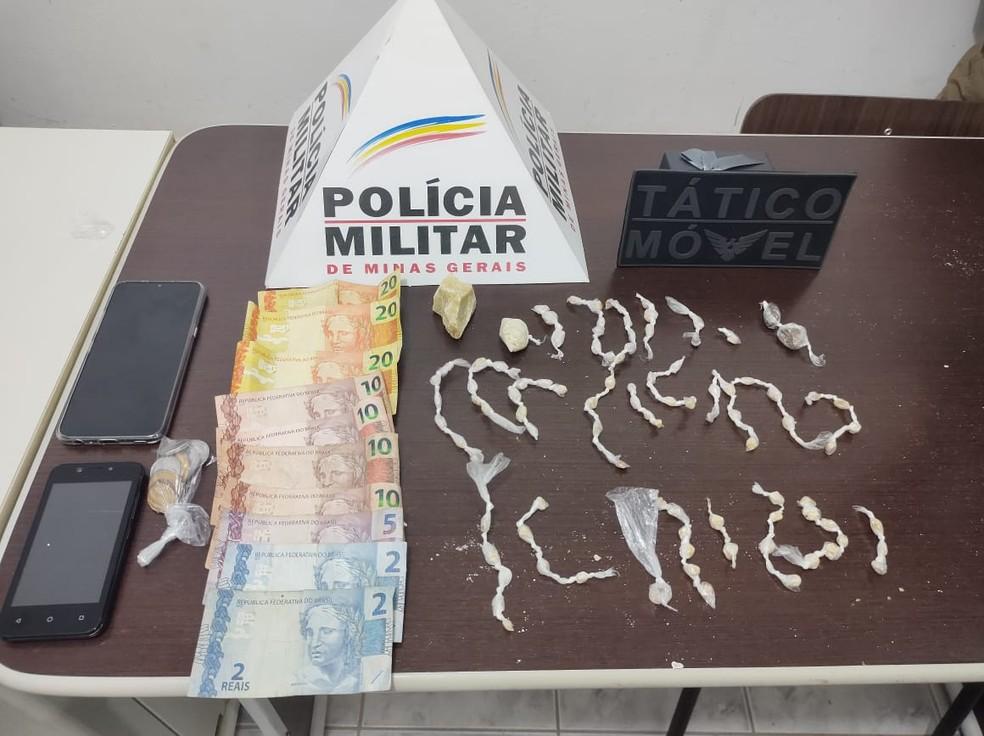 Material apreendido com os presos no bairro Boa Vista — Foto: Polícia Militar/Divulgação