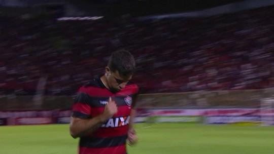 André Lima leva cartão vermelho e está suspenso do jogo contra o Santos