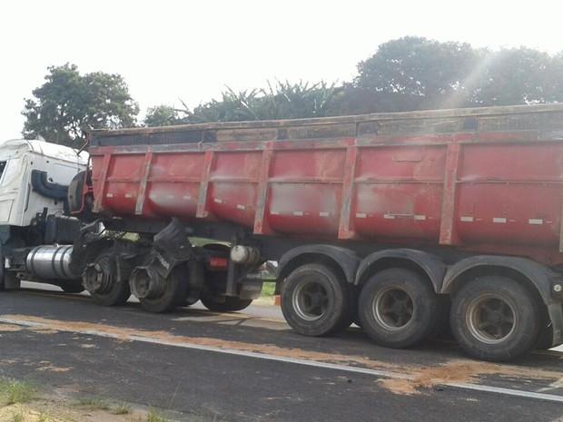 Veículo foi erguido e retirado da rodovia, diz polícia (Foto: Arquivo Pessoal/ Juliana Rodrigues)