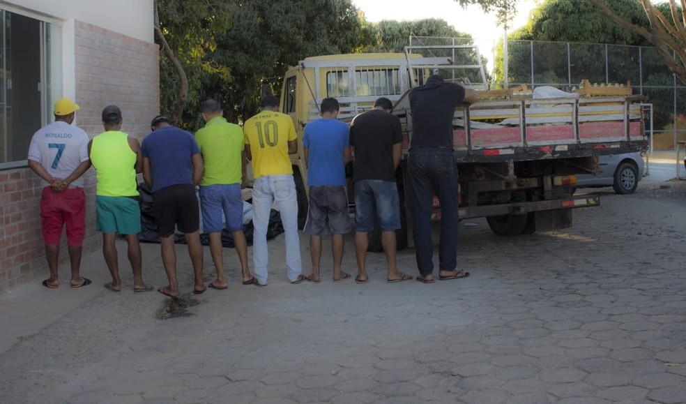 Oito pessoas foram presas em Salinas (Foto: Polícia Militar/ Divulgação)