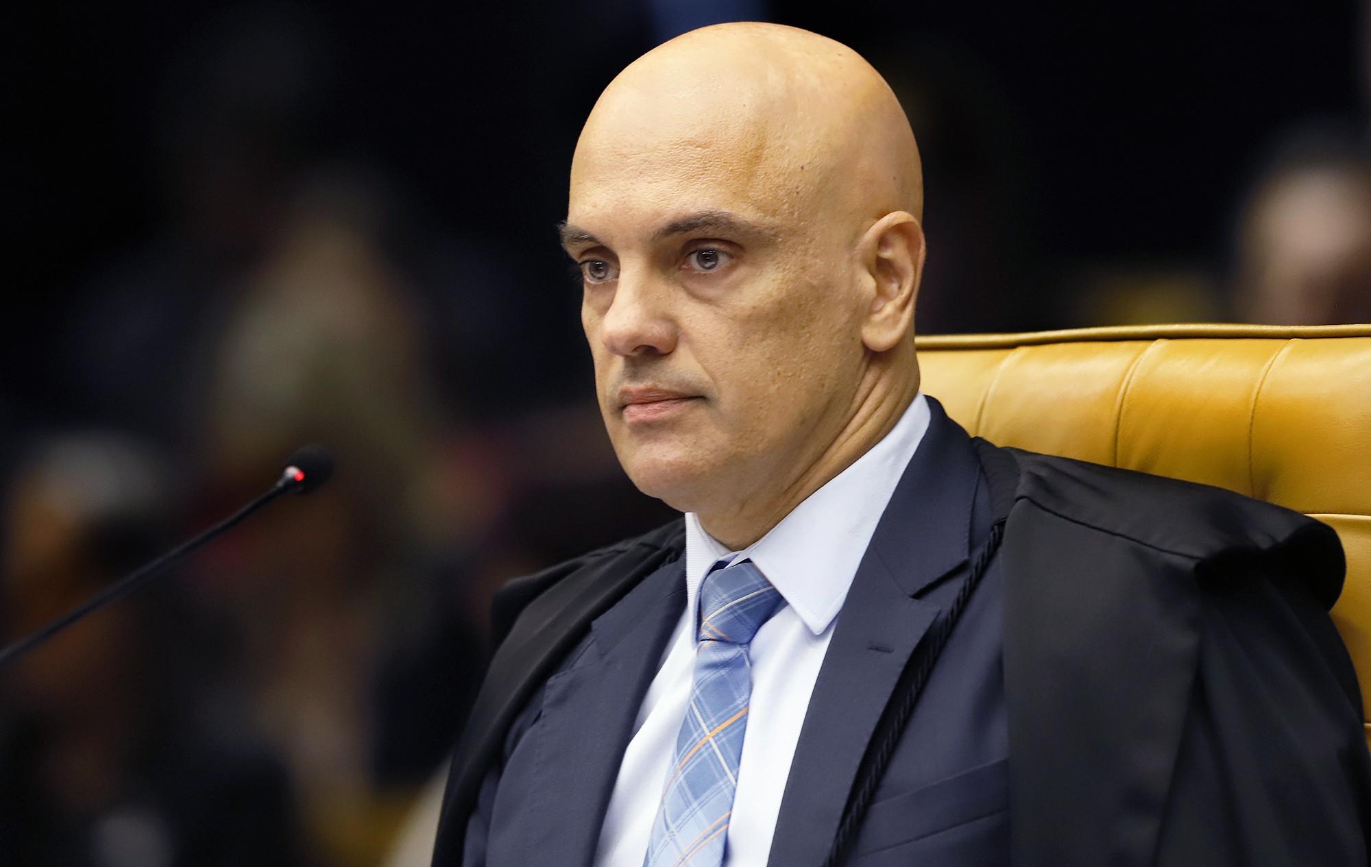 Alexandre de Moraes toma posse como ministro do TSE; Bolsonaro participa por vídeo