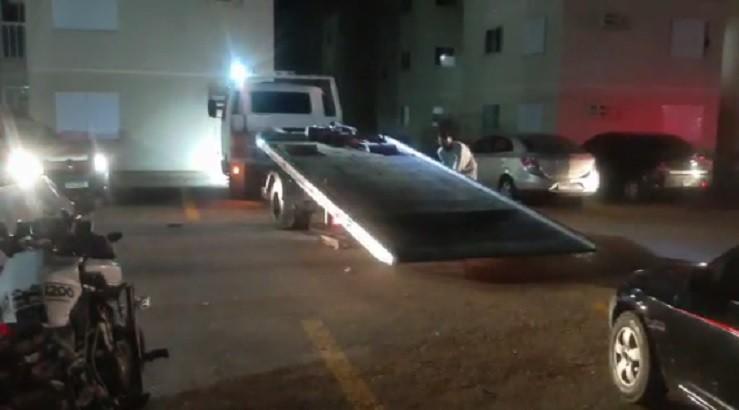 Após denúncia de som alto em quiosque de condomínio, 3 pessoas apedrejam carro da Guarda Municipal e são detidas