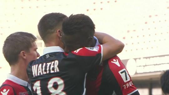 Balotelli rouba a cena na vitória do Nice sobre o Dijon com gol, expulsão e revolta