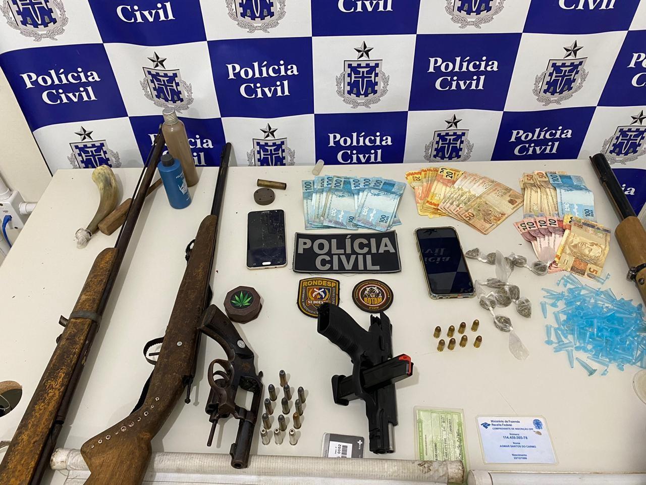 Chefiada por detento, quadrilha suspeita de homicídio e tráfico de drogas é presa na BA; pai do presidiário fazia parte do grupo