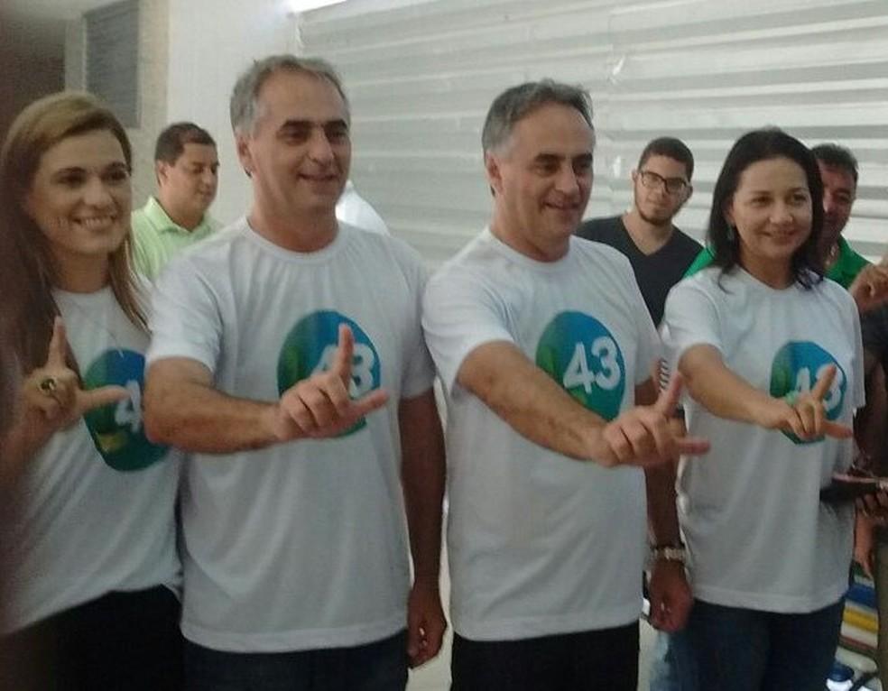 Lucélio Cartaxo (PV) vota em João Pessoa — Foto: Jhonathan Oliveira/Jornal da Paraíba/Arquivo