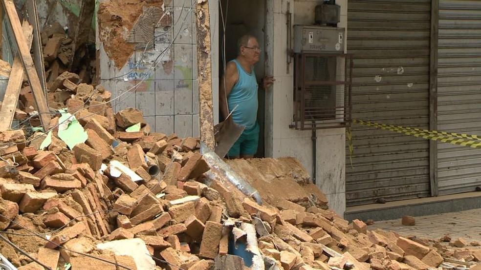 Defesa Civil disse que não há risco para imóveis vizinhos — Foto: Reprodução/TV Gazeta