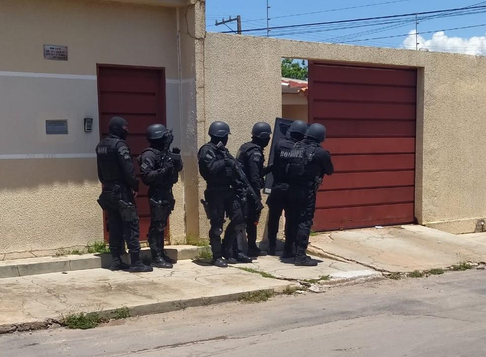 Depois de quase duas horas de negociação, a vítima foi liberada — Foto: Polícia Militar