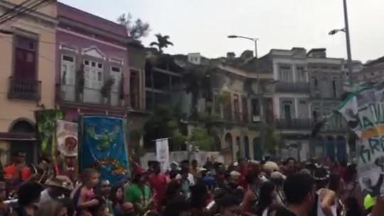 Agredidos em bloco protestam contra violência em ritmo de carnaval no Rio