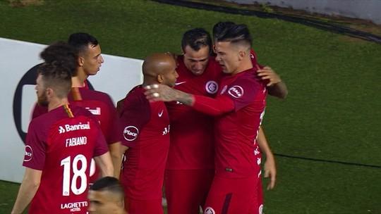 Os gols de Santos 1 x 2 Internacional pela 11ª rodada do Campeonato Brasileiro