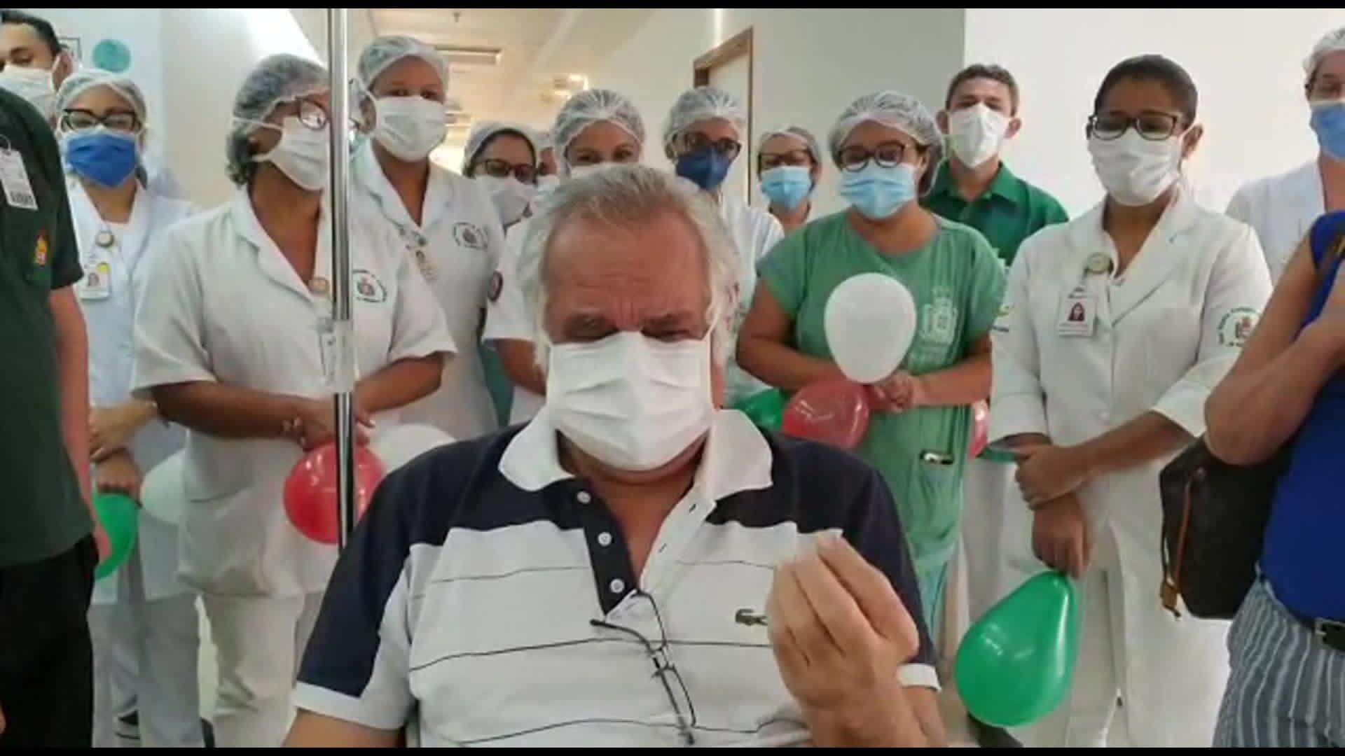 'Quero agradecer a todos pela minha segunda chance de vida', diz primeira vítima da Covid-19 ao receber alta no Recife