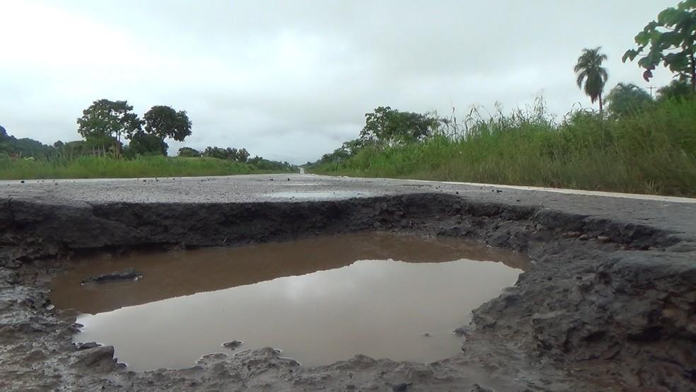 BR-364 entre Jaru e Ariquemes, RO (Foto: Rinaldo Moreira/Rede Amazônica)