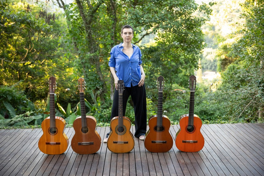 Adriana Calcanhotto lança álbum com músicas inéditas feitas e gravadas em isolamento social