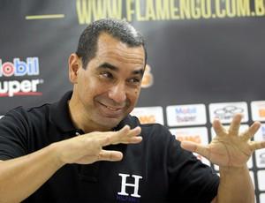 Zinho aguarda retorno de Dorival para responder se fica no Flamengo