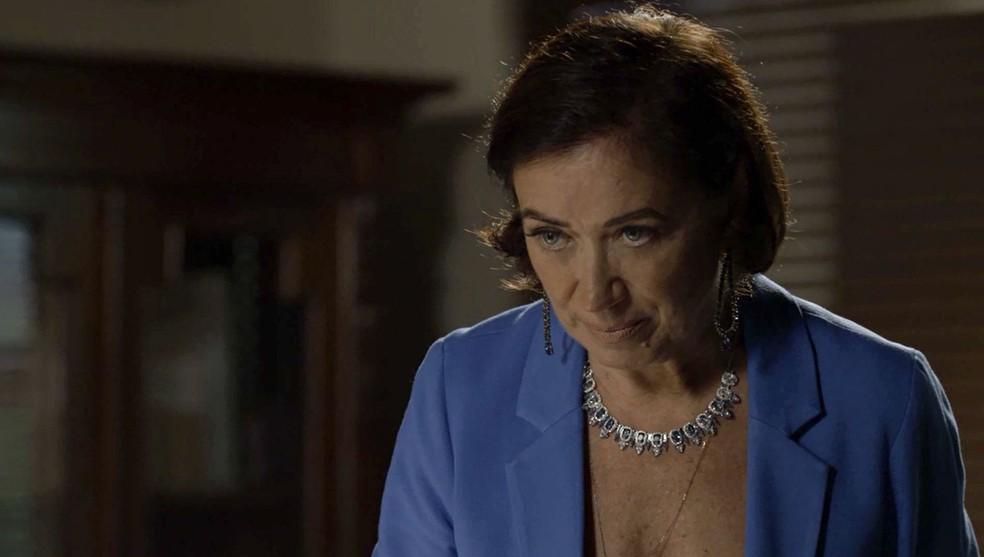 Valentina (Lilia Cabral) fica irada com Eurico (Dan Stulbach) por causa da vitória de Gabriel (Bruno Gagliasso) na audiência, em 'O Sétimo Guardião' — Foto: TV Globo