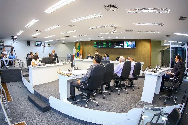 Liminar da Justiça suspende direito de vereadores direcionarem recursos de emendas impositivas em Divinópolis  - Notícias - Plantão Diário