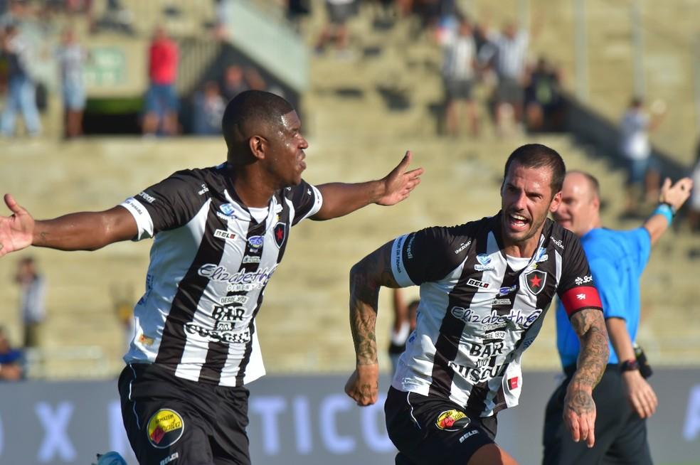 Luis Gustavo já marcou três gols na temporada e é o terceiro jogador que mais marcou pelo Belo neste ano — Foto: Josemar Gonçalves / Botafogo-PB
