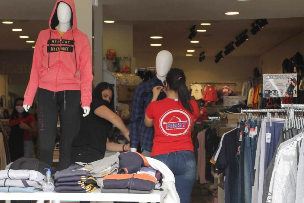 Abertura das lojas na região da Freguesia do Ó e Brasilândia, nesta quarta-feira (10) — Foto: Rogério Galasse/Futura Press/Estadão Conteúdo