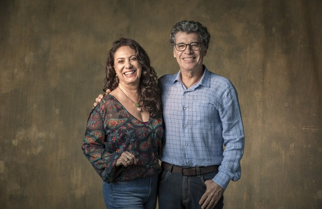 Casados por 25 anos na vida real, com duas filhas e um neto, Eliane Giardini e Paulo Betti voltaram a atuar juntos, como o casal Rania e Miguel Nasser, em 'Órfãos da terra' (Foto: TV Globo)