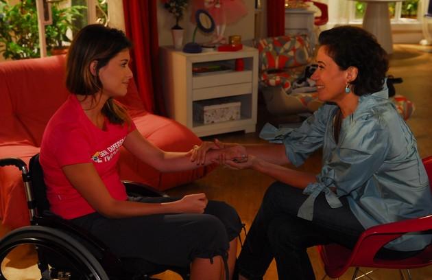 Em 'Viver a vida', história que foi ao ar em 2009, Lilia Cabral foi Tereza e teve sequências marcantes com a filha Luciana (Alinne Moraes), que ficou tetraplégica (Foto: TV Globo / Renato Rocha Miranda)