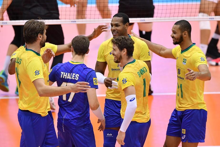 Pisando fundo, Brasil passa voando pelo Canadá e estreia em grande estilo na Copa do Mundo