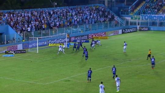 """Marquinhos lamenta gol sofrido pelo Londrina após apagão: """"Voltamos desligados"""""""