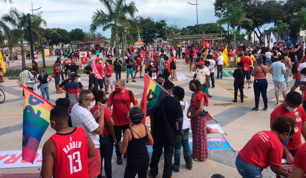 Manifestantes fazem ato contra Bolsonaro e a favor da vacina em São Luís — Foto: Nelyane Gomes/G1