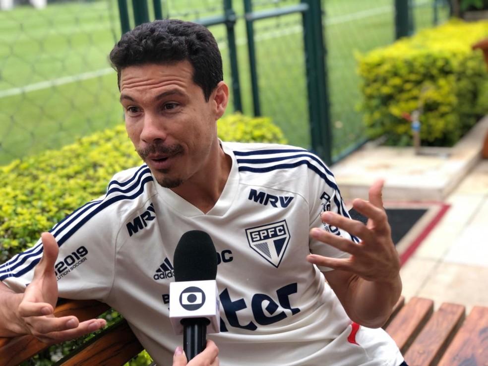 Hernanes, do São Paulo, dá entrevista ao Seleção SporTV — Foto: Felipe Ruiz