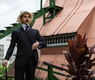 João Pedro Zappa caracterizado para a série 'Santos Dumont: Mais leve que o ar' | Ique Esteves