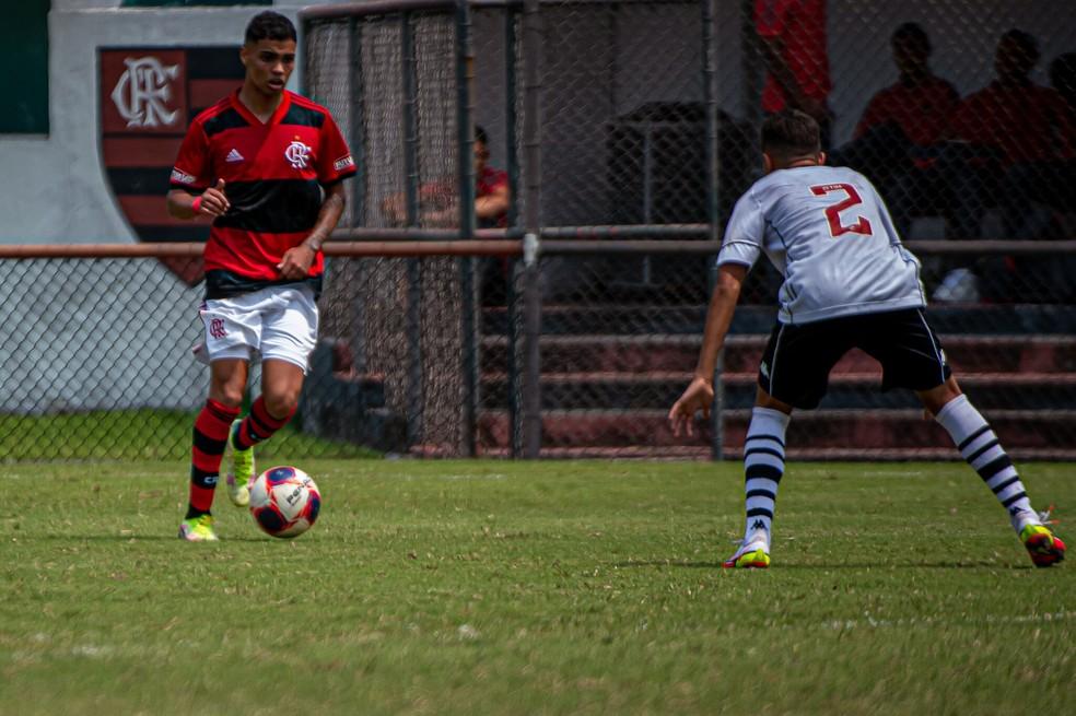 Sub-17: Flamengo leva ponto extra nos pênaltis em clássico com Vasco no Carioca