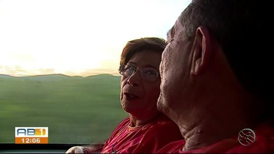 Casal de idosos realiza sonho de ir à Paixão de Cristo 35 anos após primeira vez em Nova Jerusalém