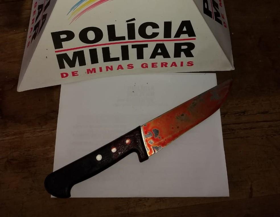 Faca usada no crime foi apreendida — Foto: Polícia Militar/Divulgação