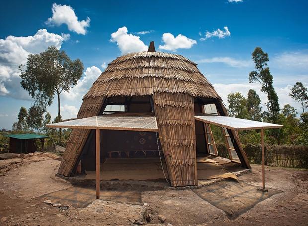 Em forma de oca, a construção é feita de eucaliptos e bambu (Foto: Will Boase Photography e Craig Howes/ Reprodução)