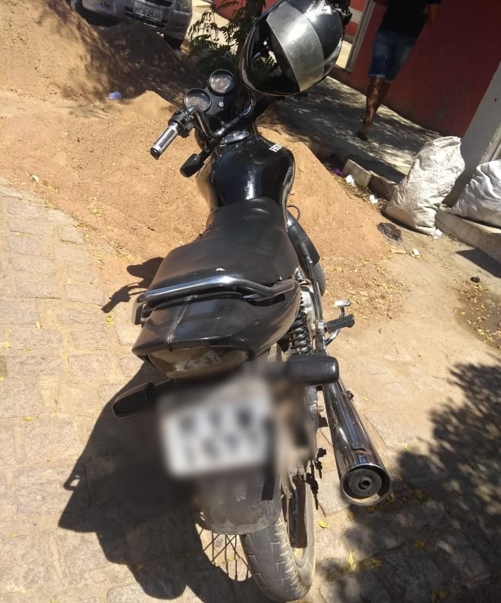 Moto usada no assalto foi apreendida pela polícia — Foto: Polícia Civil/Divulgação