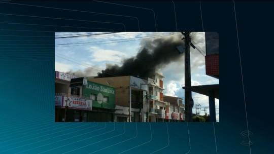 Incêndio atinge apartamento no Centro de Cajazeiras, na Paraíba