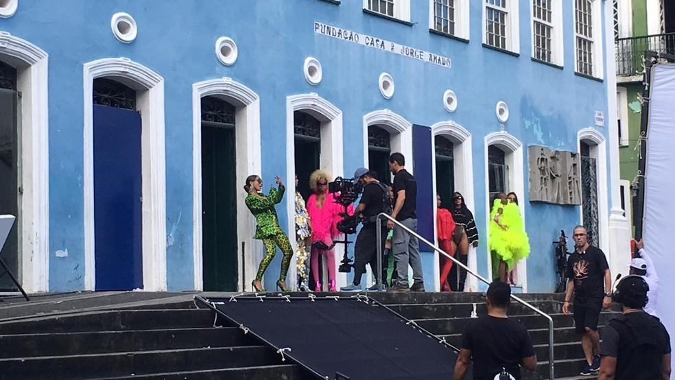 Anitta durante gravação de clipe em Salvador, nesta quinta-feira (13) — Foto: Itana Alencar/G1