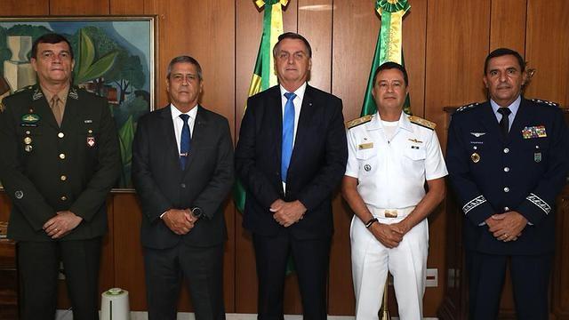 Bolsonaro e os novos comandantes das Forças Armadas