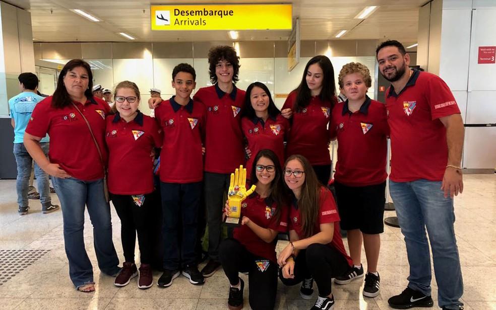 Equipe de Red Rabbit, do Sesi de Americana (SP), retornou ao Brasil nesta quinta-feira (26). (Foto: Vinícius Hirose/Sesi-SP/Divulgação)