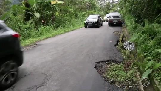 Motorista que passa pela Paraty-Cunha enfrenta problemas com as más condições da pista