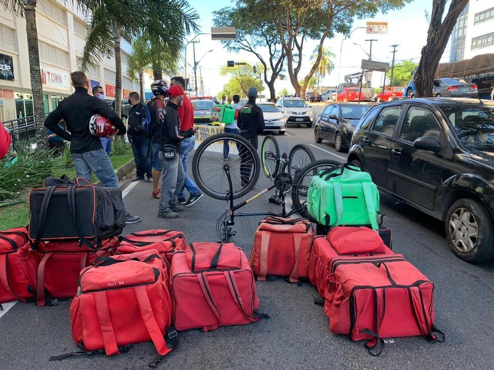 Motociclistas e ciclistas entregadores por aplicativo fazem protesto em Natal — Foto: Anna Alyne Cunha/Inter TV Cabugi