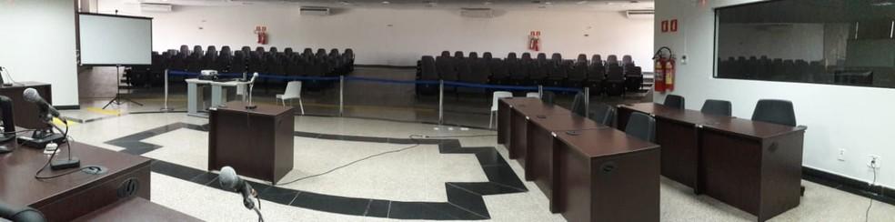 Sessão de julgamento acontece nesta sexta-feira, 13 no Fórum de Jaru. — Foto: Rinaldo Moreira/G1