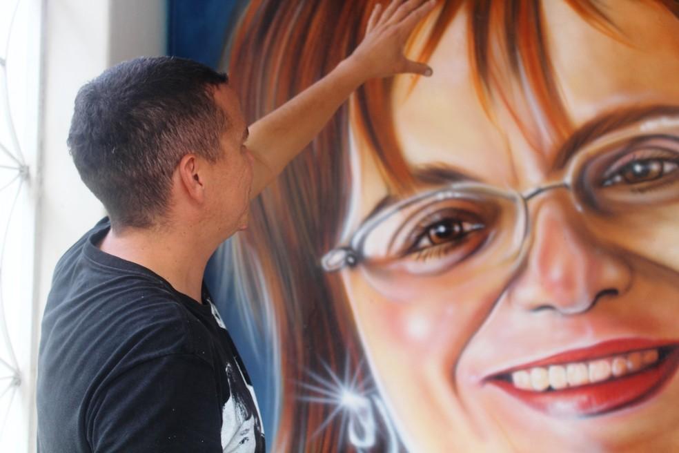 Grafite com retrato de Maria da Penha na Secretaria de Mulher de Garanhuns, em Pernambuco (Foto: Daniela Batista/Divulgação)