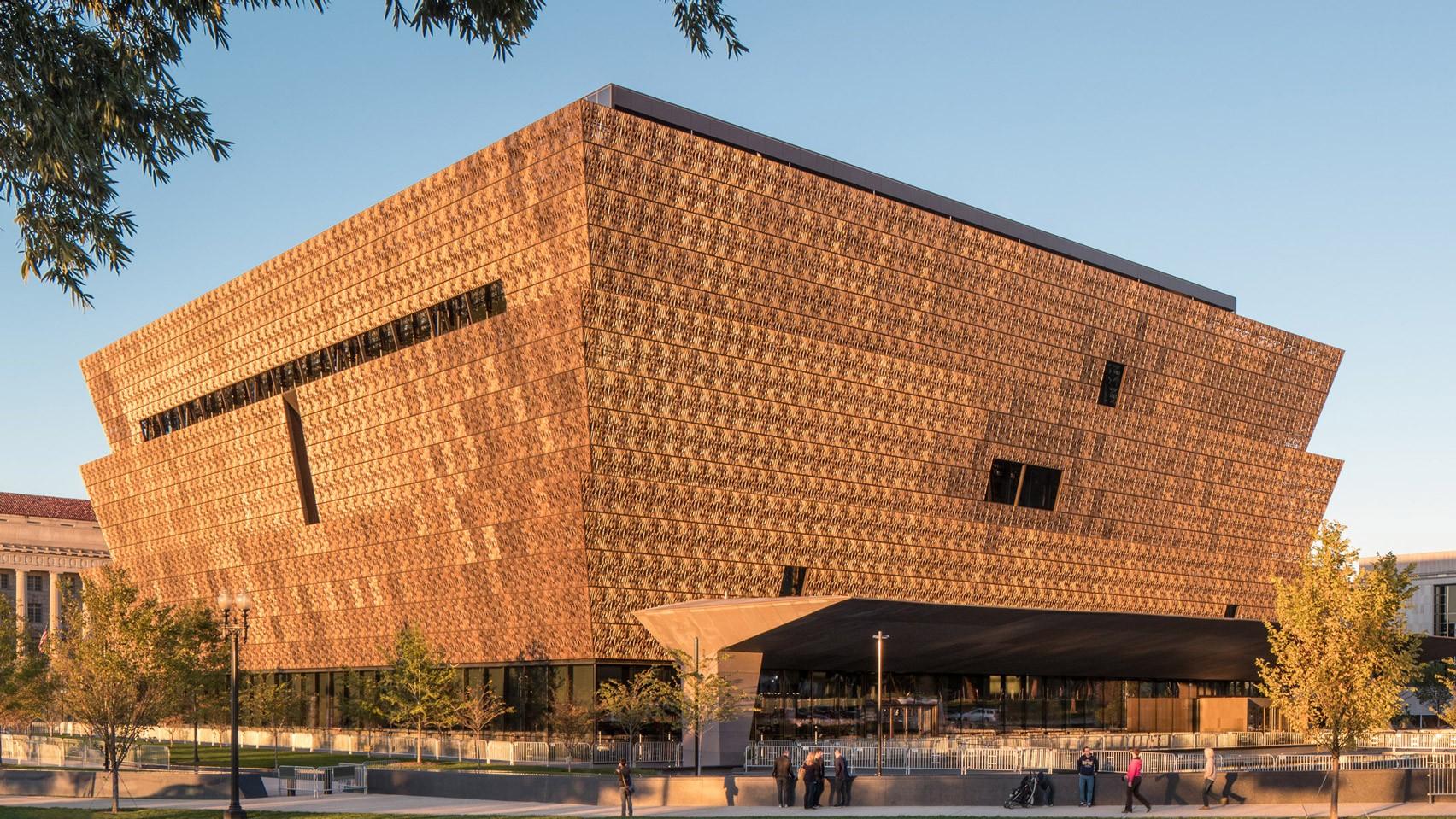 Museu Nacional de História e Cultura Afro-americana Smithsonian, de David Adjaye, em Washington DC. (Foto: Reprodução / Brad Feinknopf)