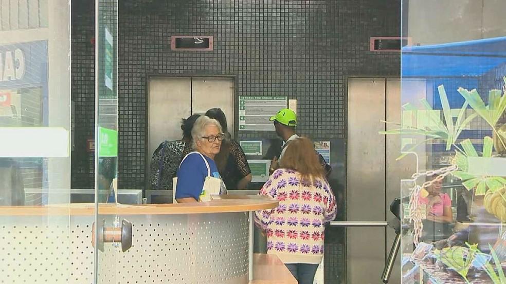 Usuários criticam acesso aos setores dos Conselhos e da SDS por causa de problemas nos elevadores no prédio da Rua Halfeld (Foto: Reprodução/TV Integração)