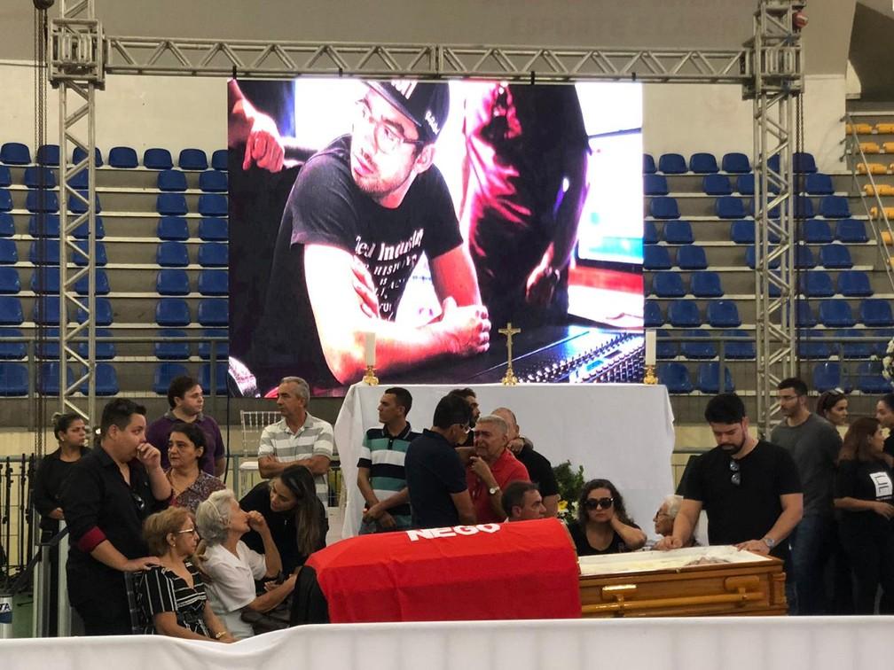 Corpo do cantor Gabriel Diniz é velado em João Pessoa — Foto: Walter Paparazzo/G1
