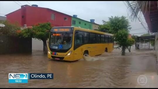 Chuva provoca alagamentos e trovões assustam moradores da Zona da Mata de PE