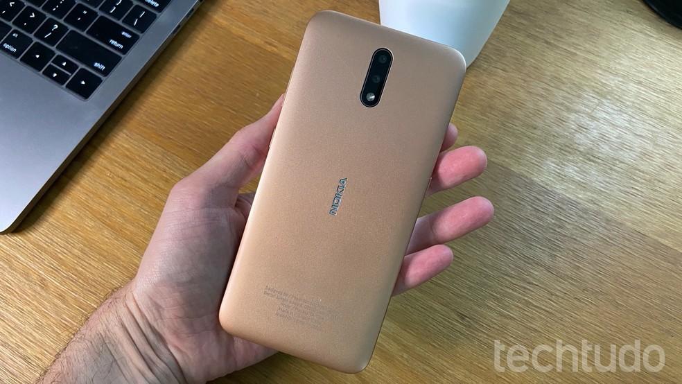 Nokia 2.3 tem bateria de 4.000 mAh — Foto: Thássius Veloso/TechTudo