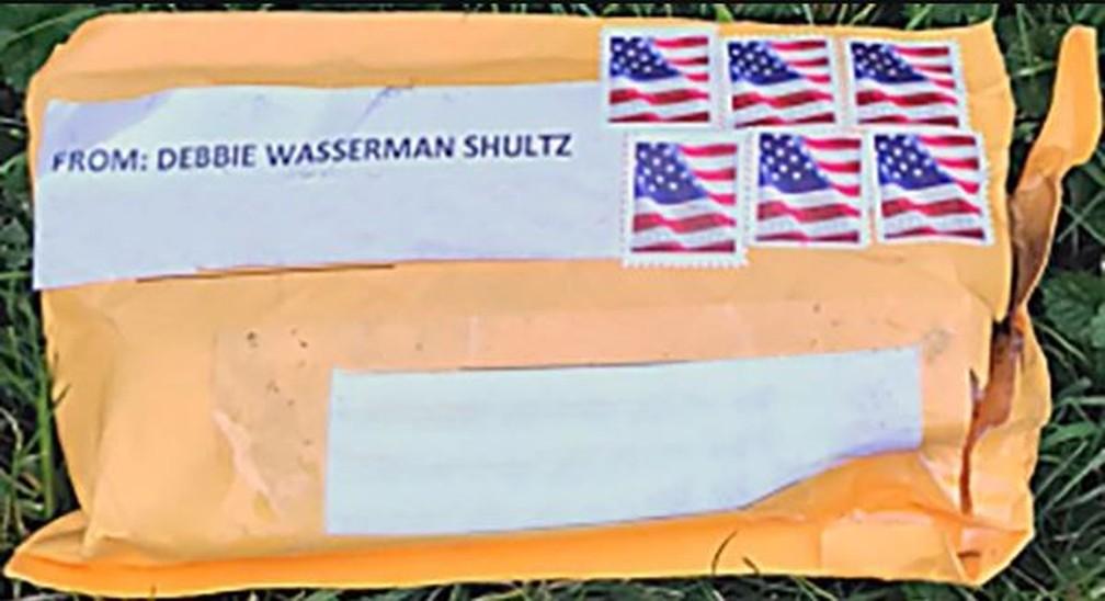 Imagem divulgada pelo FBI mostra como é o aspecto dos pacotes suspeitos interceptados pelas autoridades — Foto: Divulgação/FBI
