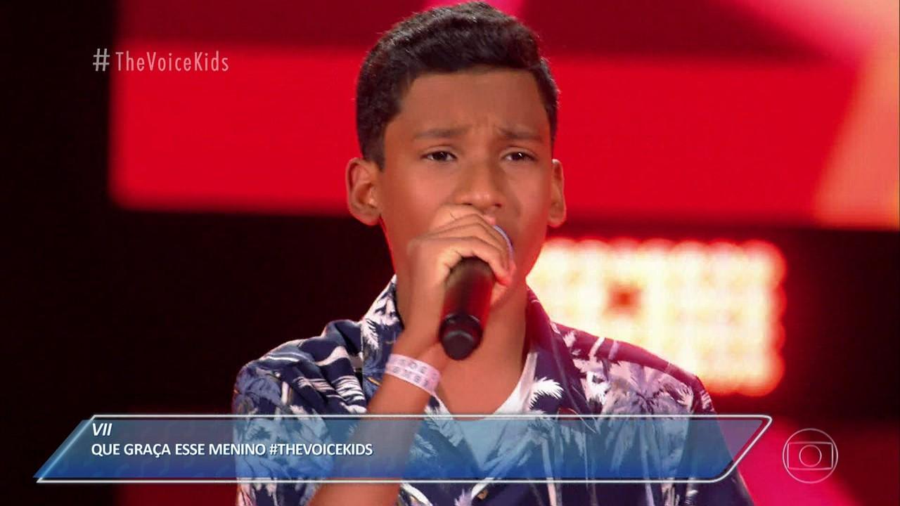 Arthur Luz canta