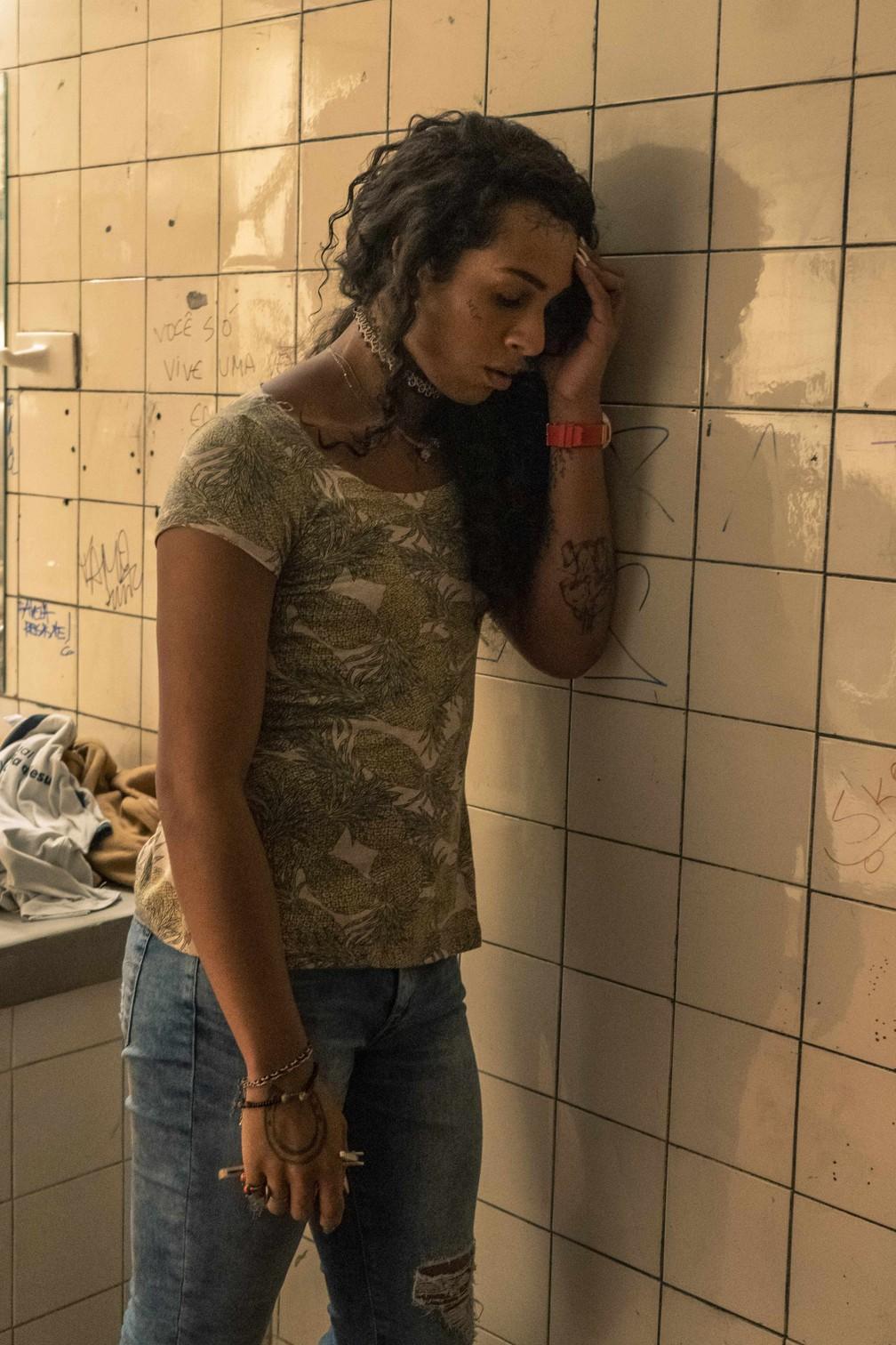 """Linn da Quebrada interpreta a aluna trans Natasha em """"Segunda Chamada"""" — Foto: Globo/Maurício Fidalgo"""